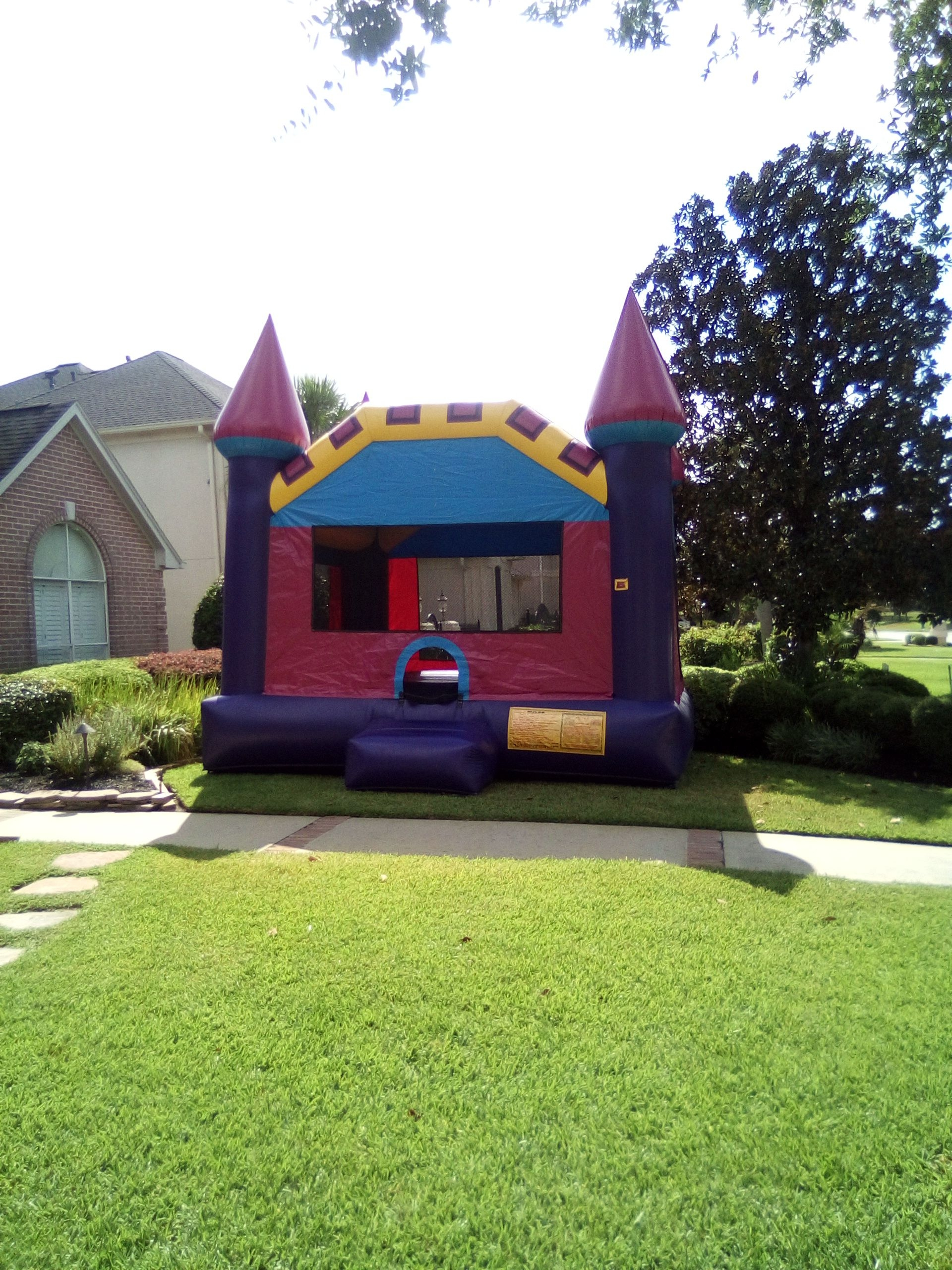 Dallas-pink-bouncy-castle
